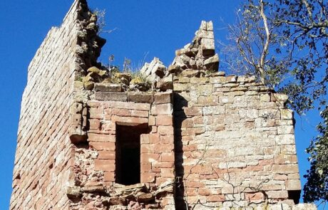 Image of top of ruined tower of Kirkoswald Castle