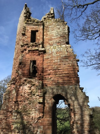 Image of ruined tower of Kirkoswald castle